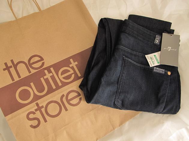 Bloomingdales_outlet_sales_7fam_jeans2